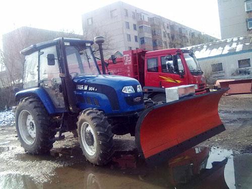 农科院拖拉机雪铲